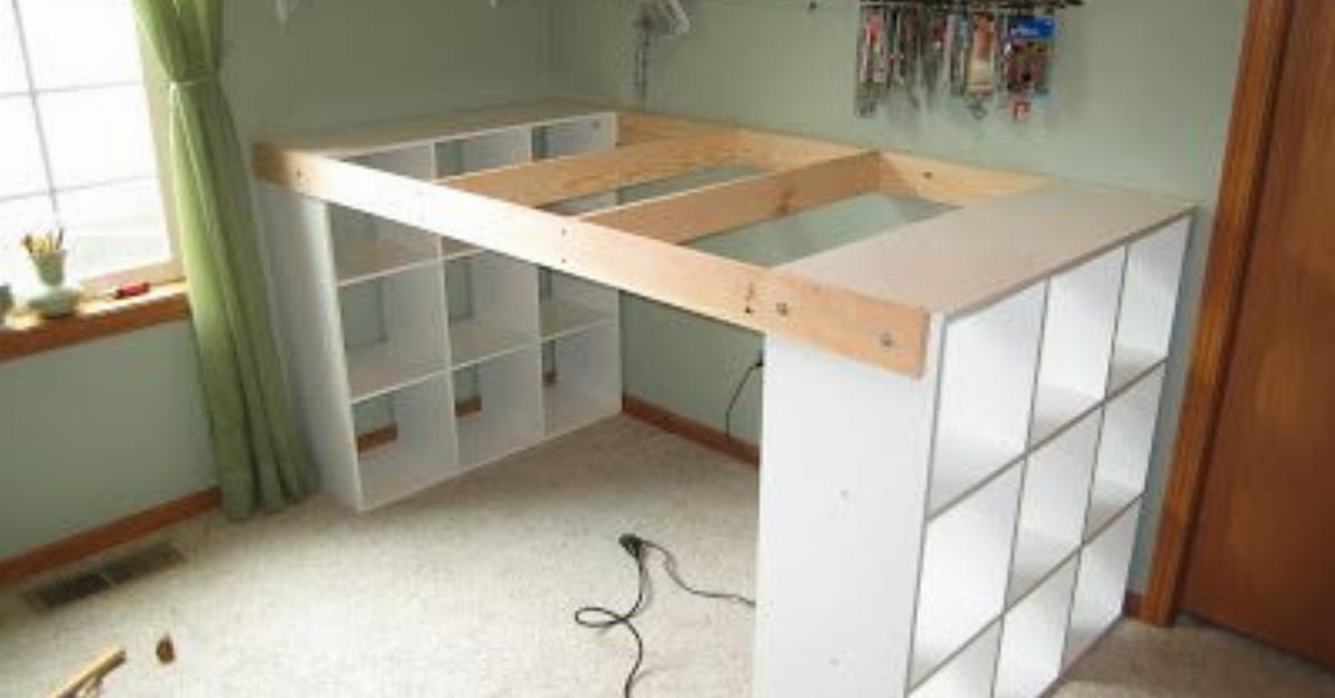Costruire una scrivania speciale utilizzando 3 scaffali - Costruire una casa economica ...