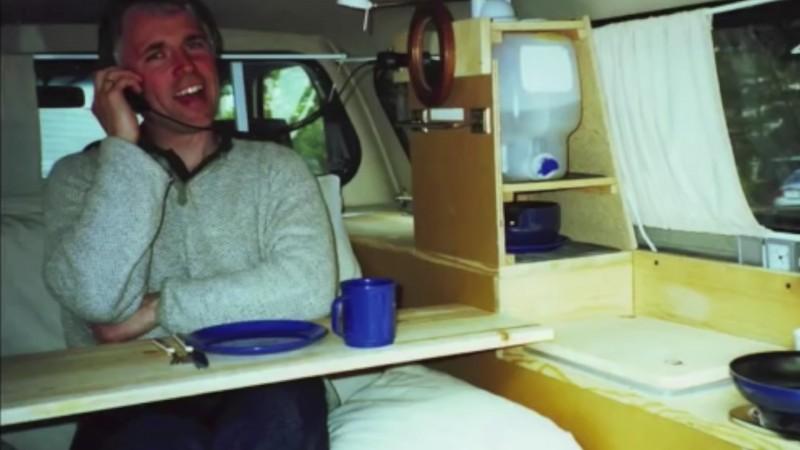 Idee Per Interni Camper : Costruisce il camper più piccolo al mondo perfettamente funzionale