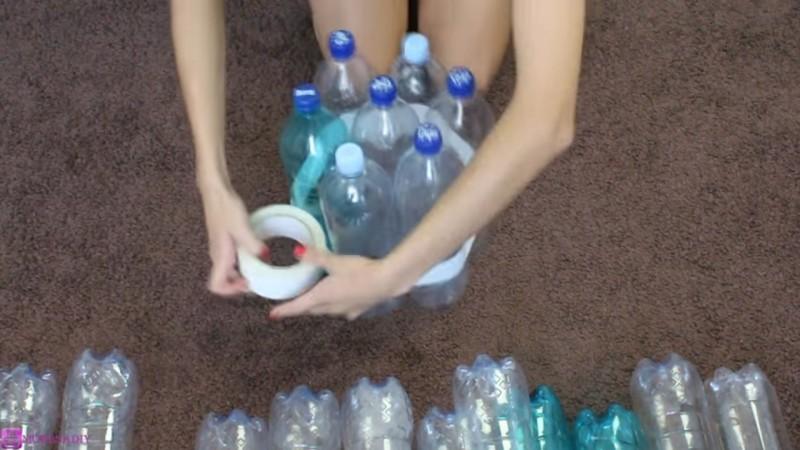 Come realizzare uno sgabello super leggero con bottiglie di plastica