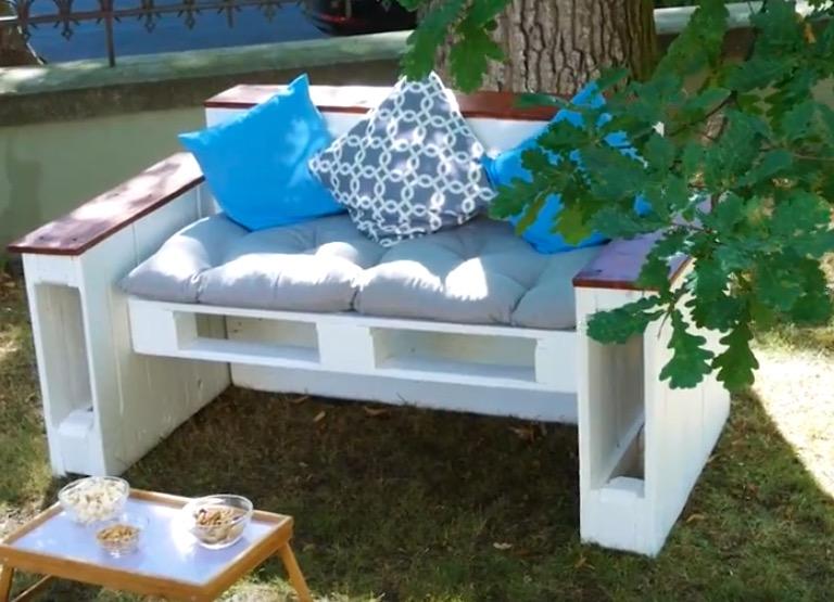 Divano Pallet Esterno : Il divano con pallet fai da te: originali divani da esterno con soli