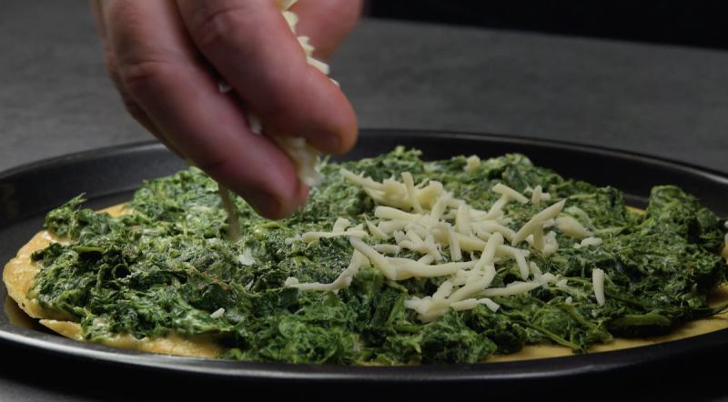 frittata ripiena di spinaci in padella