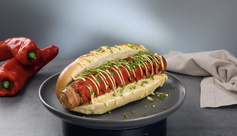 panino con hot dog e peperoni grigliati