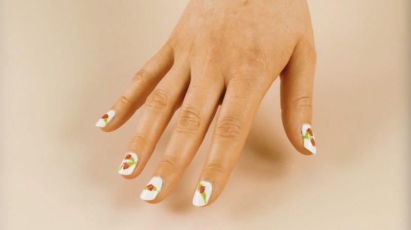 decorazioni unghie floreali