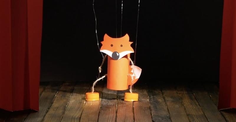 Marionetta a forma di volpe realizzata con la carta igienica