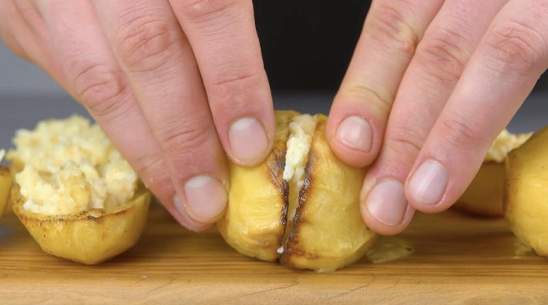 Patate al forno ripiene di crema di formaggio
