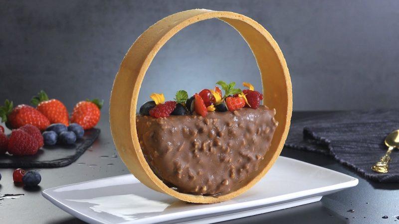 Parfait di mandorle e cioccolato al latte con biscotto di pasta frolla