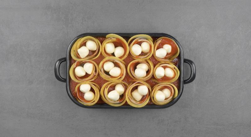 Coppia di mozzarelline in ognuno degli involtini di patate