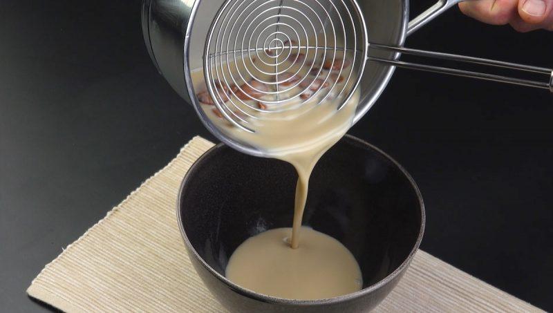 Separazione della crema dalle mandorle