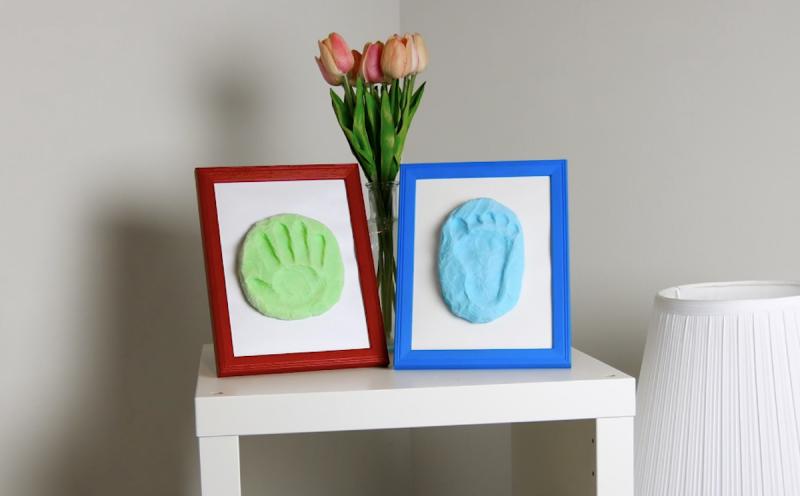 Cornici per foto con impronte mani e piedi fai da te