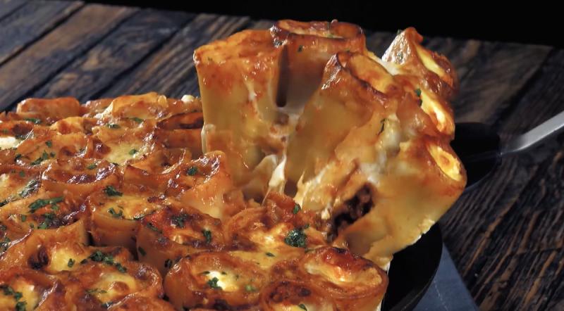 Lasagne al forno di cannelloni ripieni