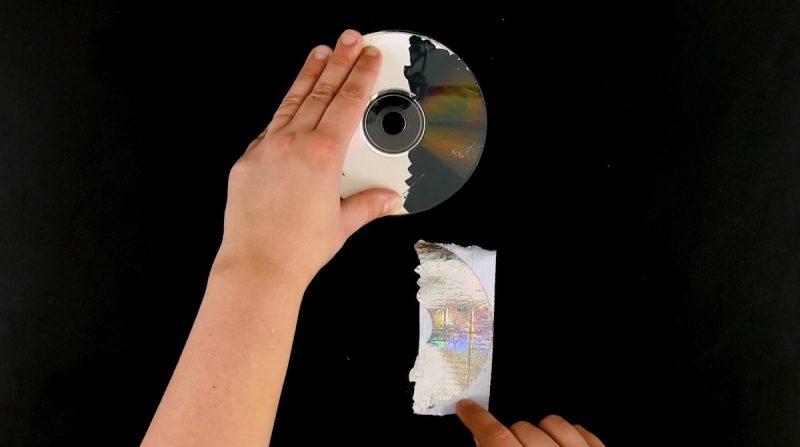 Nastro adesivo rimosso dal CD