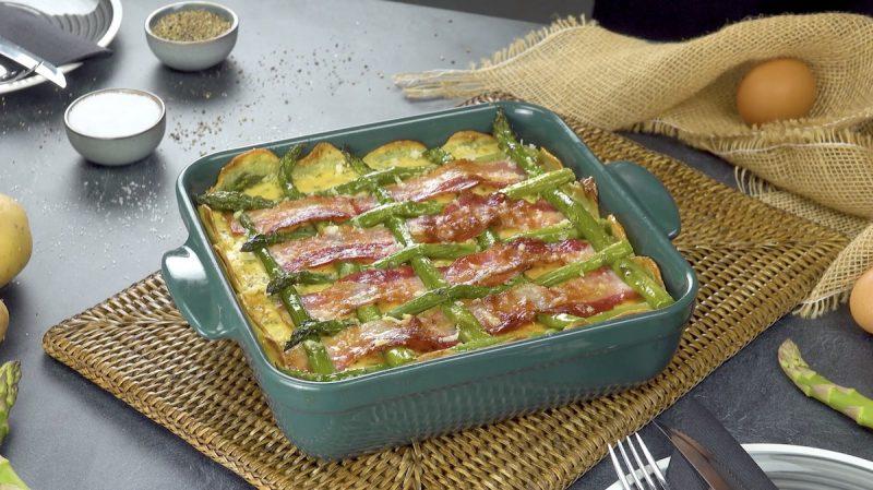 Quiche lorraine con rete di asparagi verdi e pancetta tesa