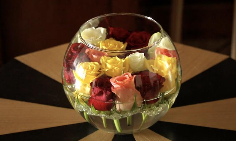 Decorazioni floreali con boccioli di rosa