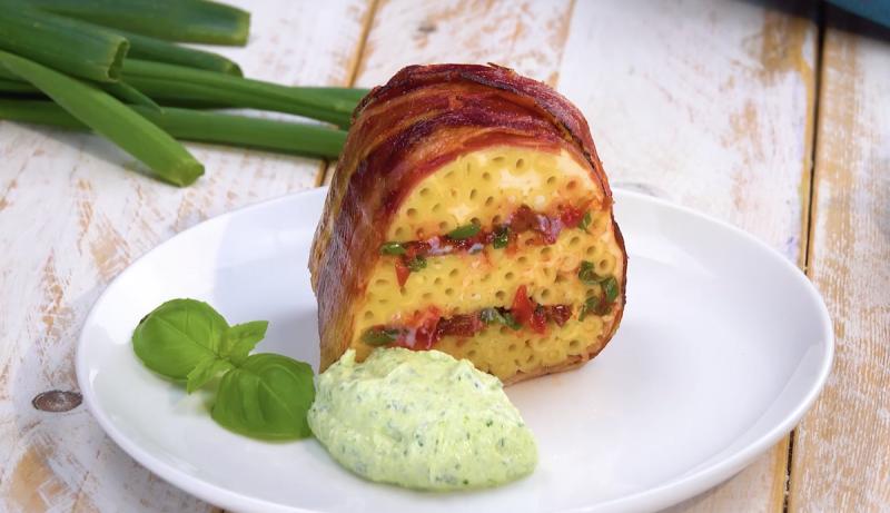 Ciambella salata con prosciutto crudo e bucatini
