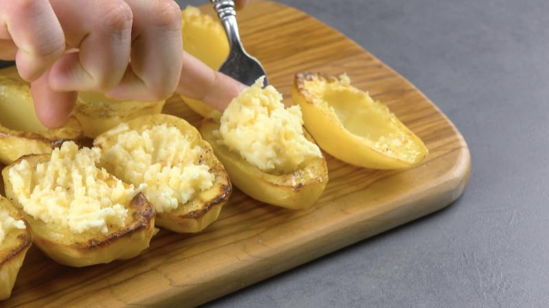 Patate al forno farcite con crema al formaggio