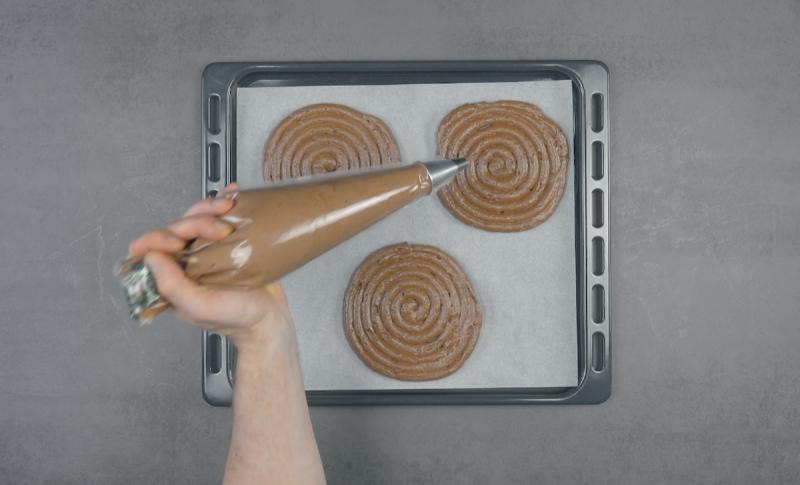 Spirali di meringa al cacao