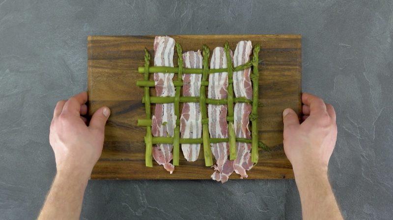Rete di asparagi verdi e pancetta tesa