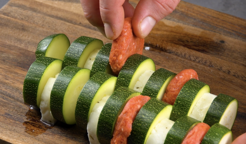 Polpette di carne macinata tra le fette di zucchine