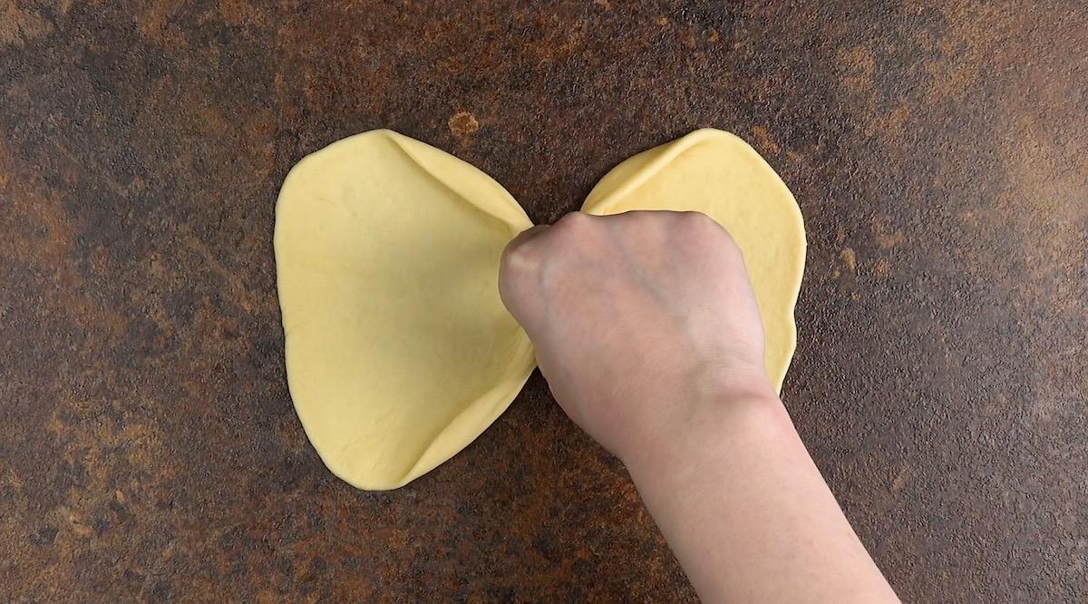 Pasta lievitata a forma di fiocco