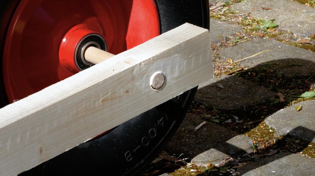 Fissaggio del listello tondo di legno