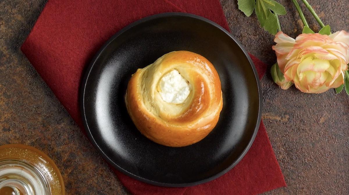 Roselline di pasta lievitata con crema al limone
