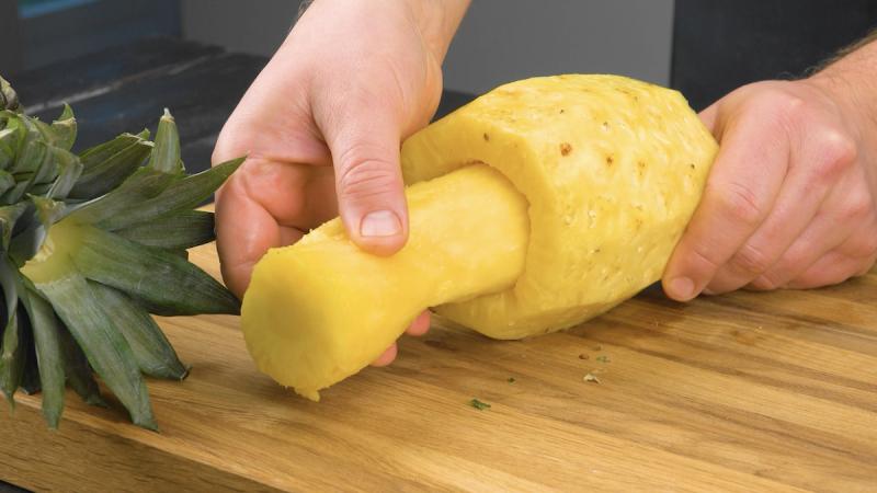 Ananas sbucciato