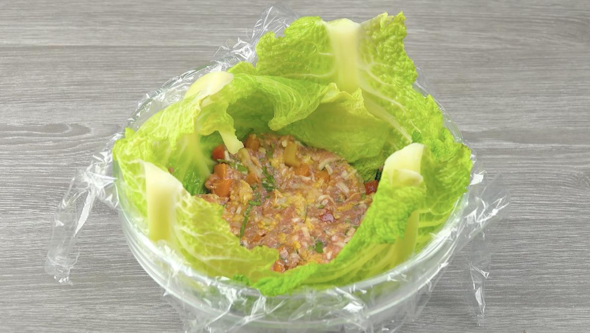 Strato di carne macinata e verdure
