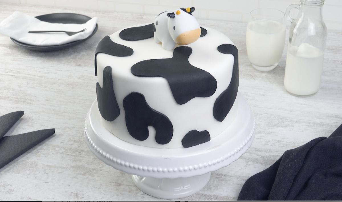 Decorazione torta con pasta di zucchero a disegno di mucca