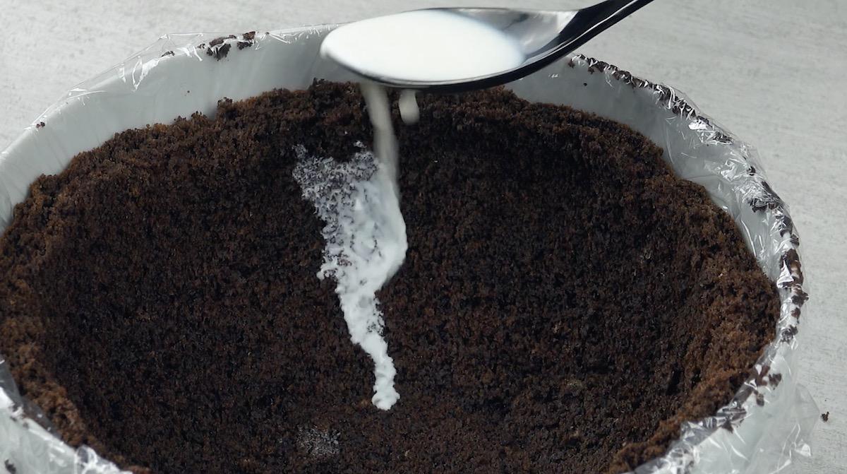 Latte per bagnare la torta al cioccolato