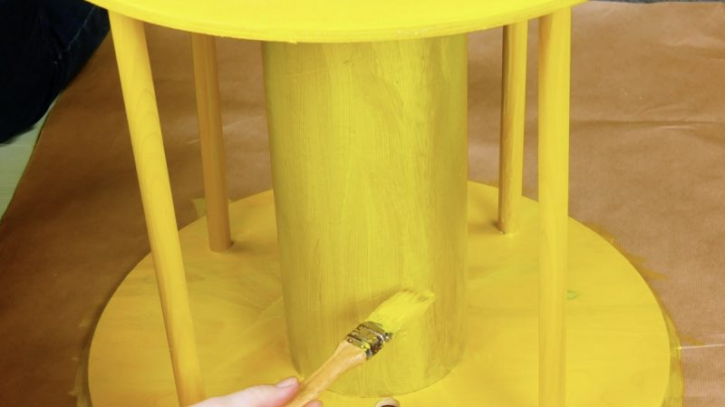 Avvolgicavi in legno dipinto col la pittura gialla