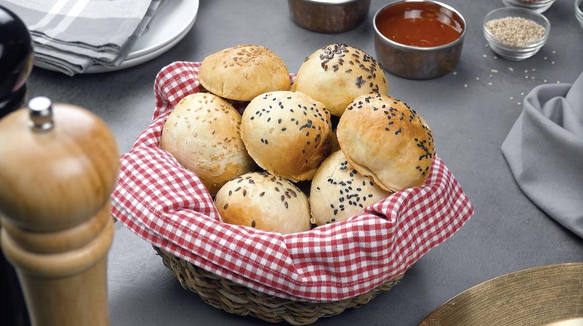 Panini ripieni di carne macinata, bocconcini di pollo o pancetta
