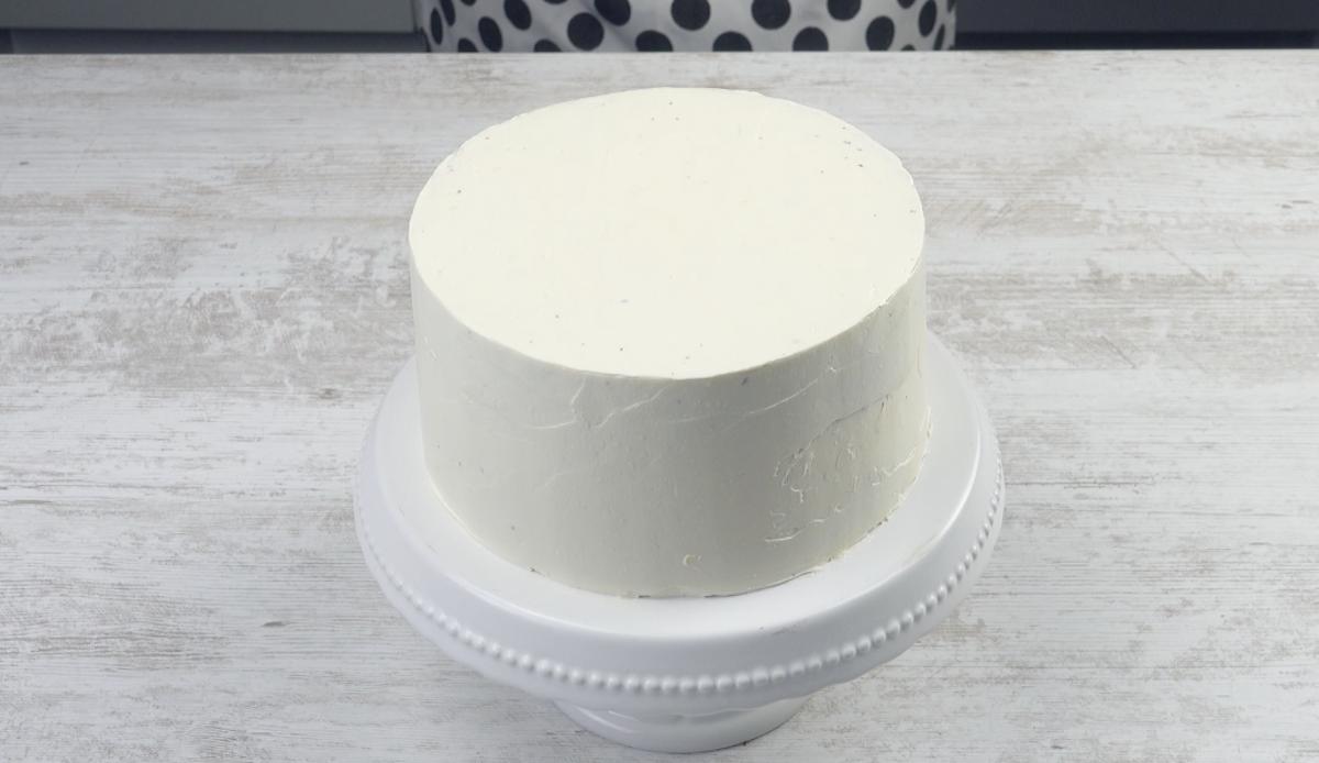 Torta ricoperta di crema al burro