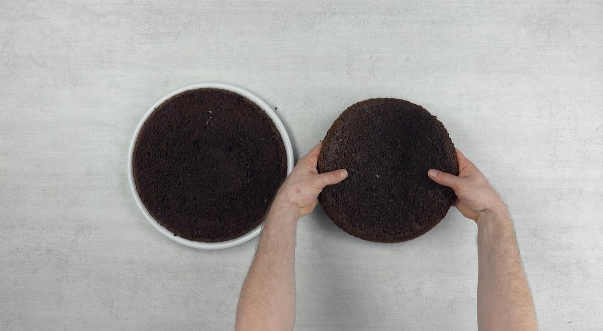 Torta al cioccolato divisa