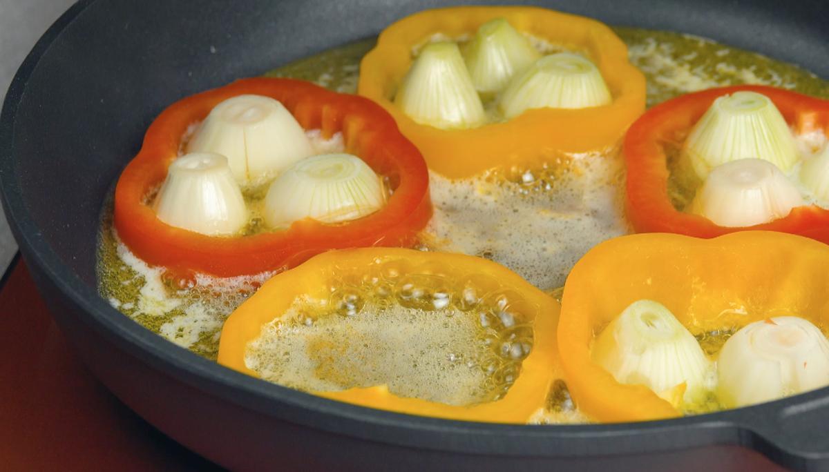 Cipolle e peperoni in padella