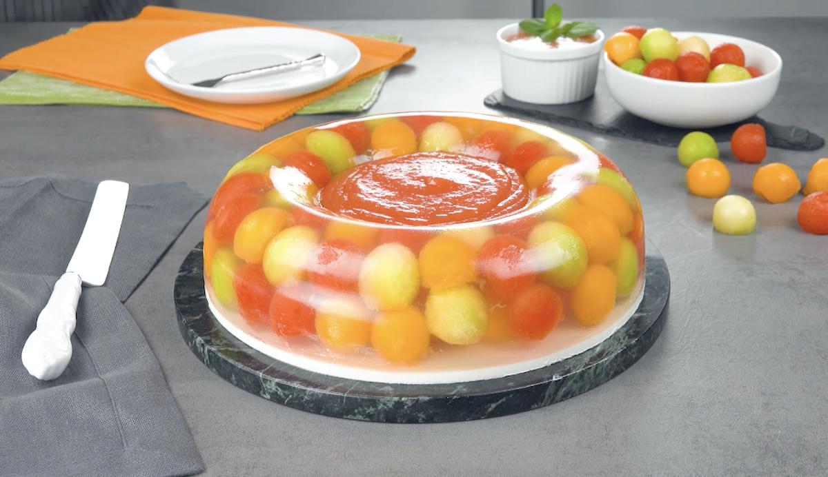 Ciambella dolce con anguria e melone