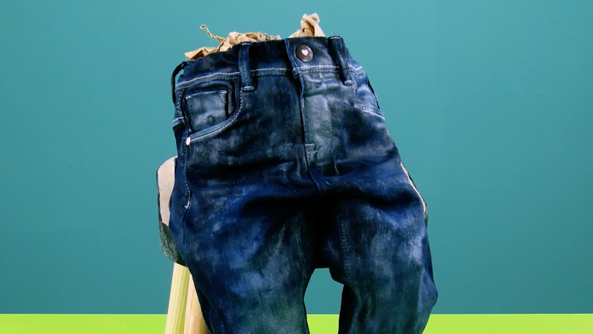 Jeans per bambini coperti di stabilizzatore per cucito