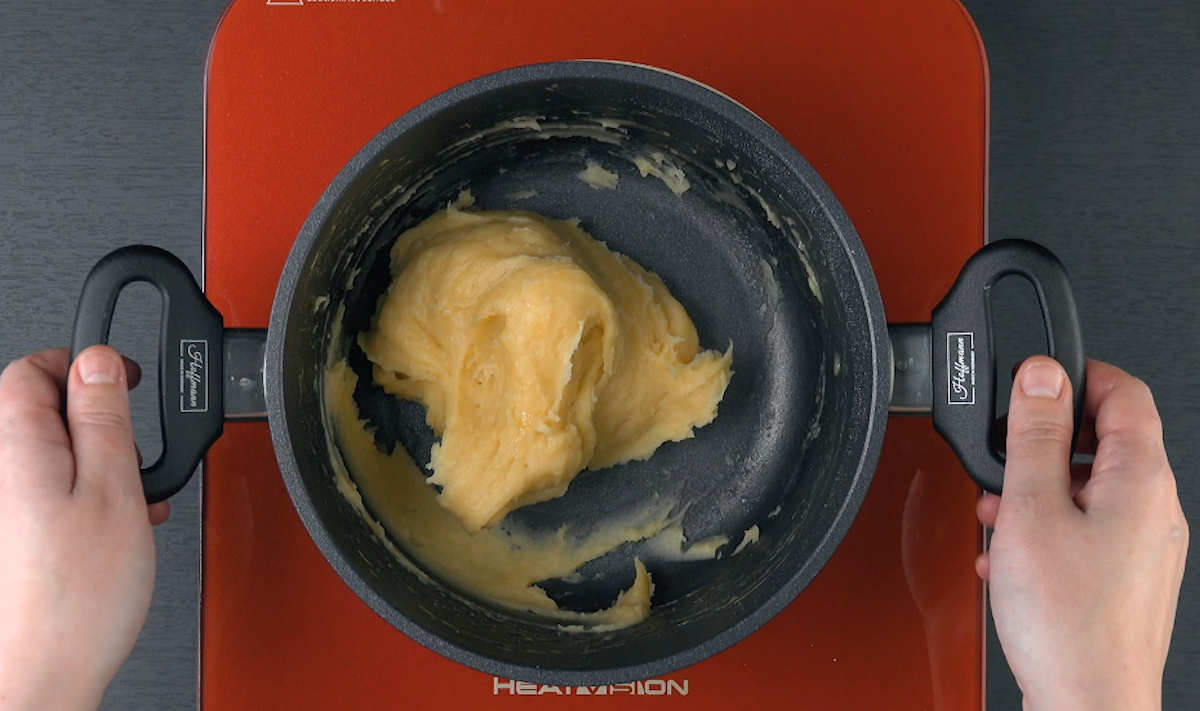 Pasta choux in pentola