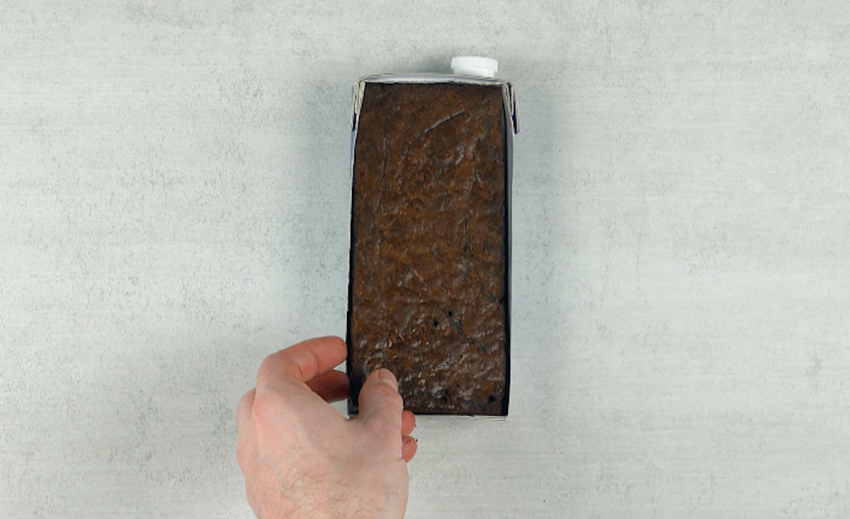 Brownies al cioccolato nel cartone del latte