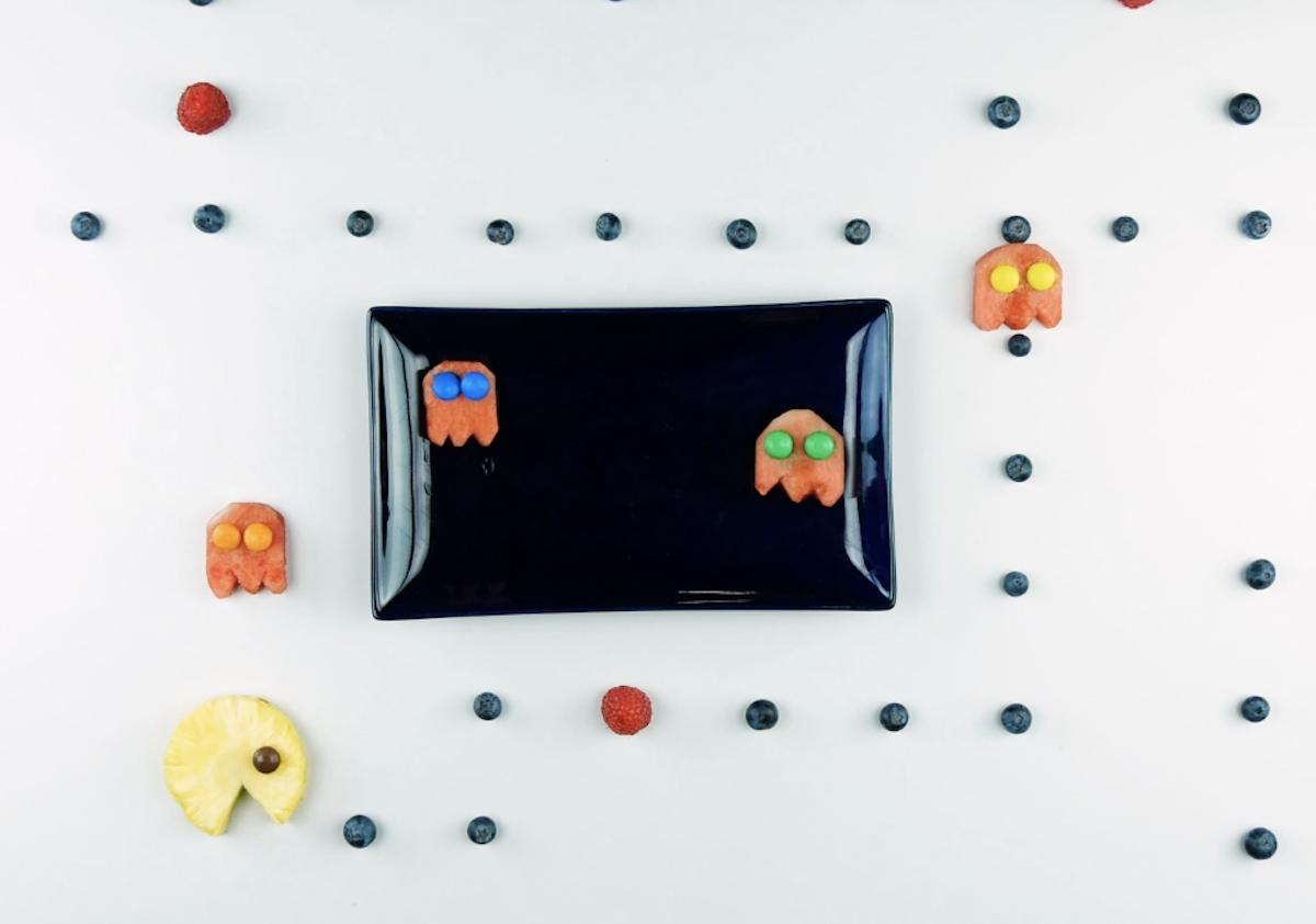 Personaggi di tendenza con composizioni di frutta