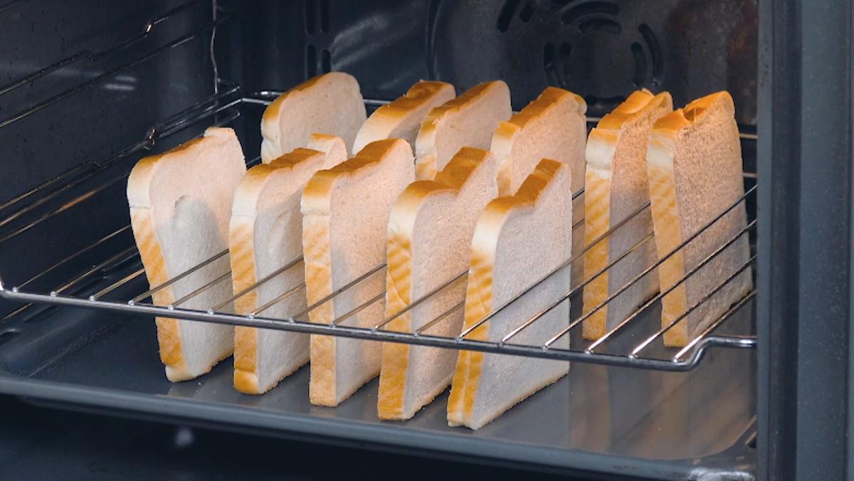 Fette di pancarrè nella griglia forno