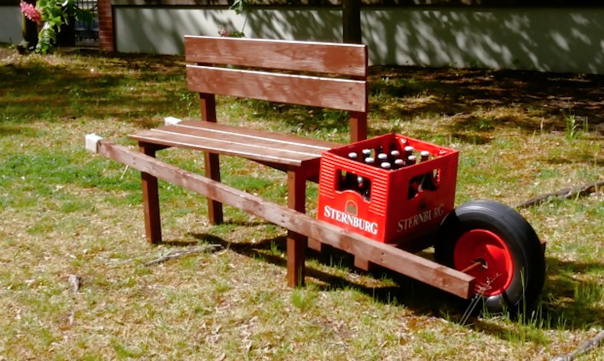 Panchina in legno fai da te con cassa di birra