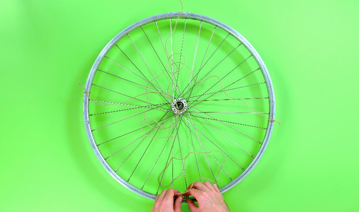 Spago fissato al cerchione bici