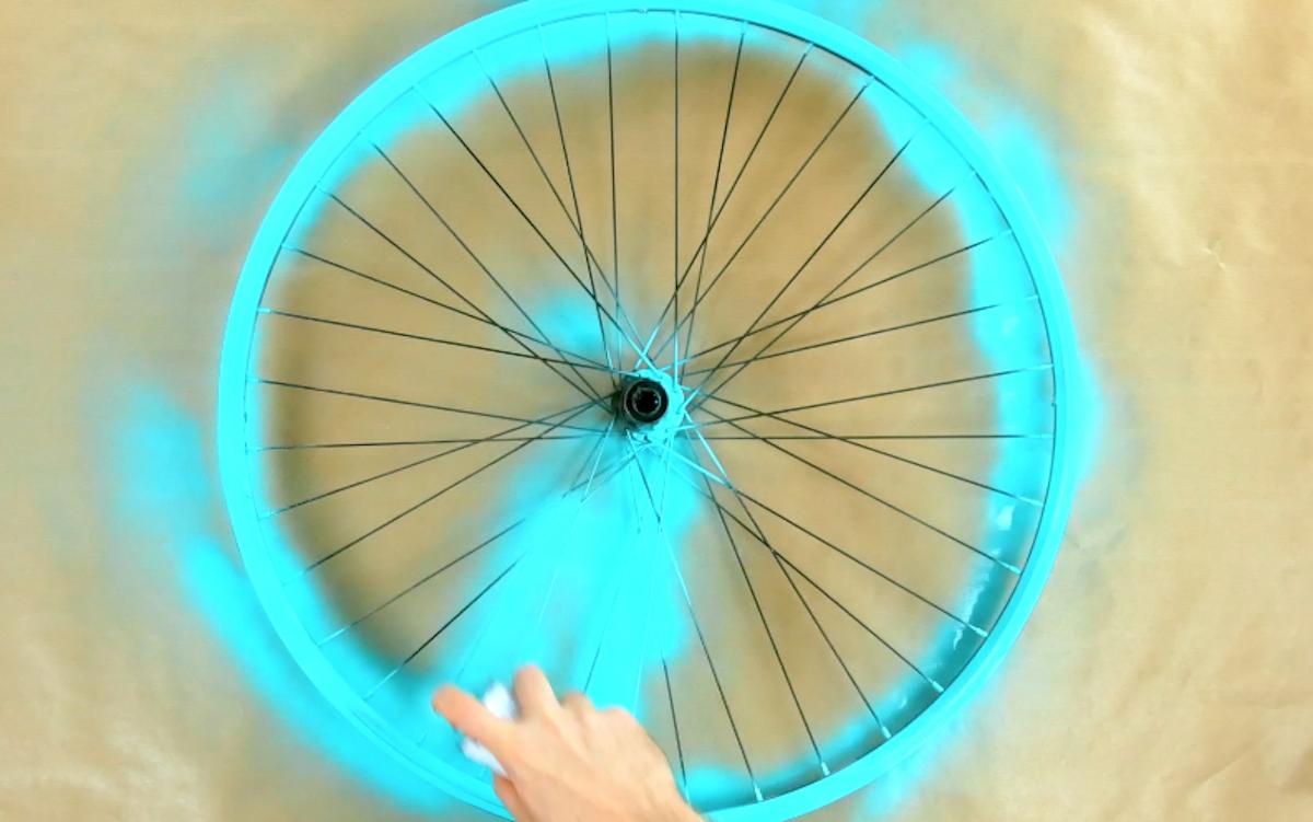 Vernice spray sul cerchione bici