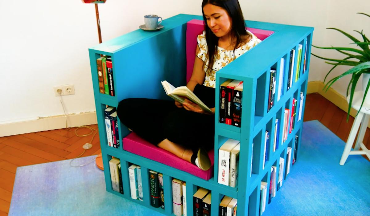 Poltrona da lettura con libreria fai da te
