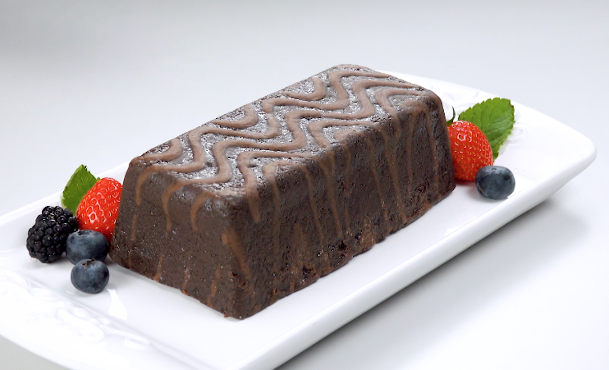 Torta al cioccolato ripiena di gelato