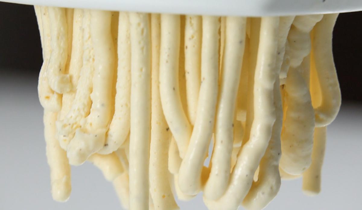 Spaghetti di gelato alla vaniglia