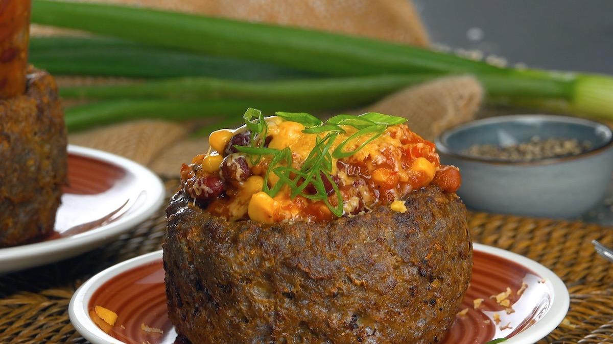 Chili in una ciotola di carne macinata