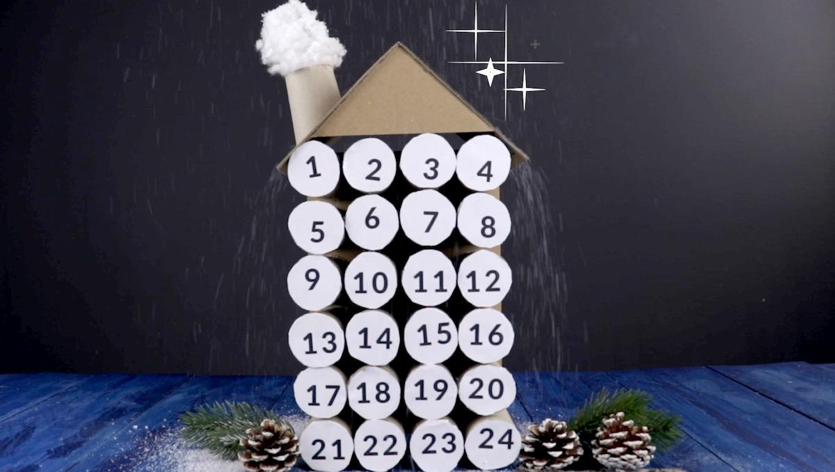 Calendario dell'avvento a forma di casetta