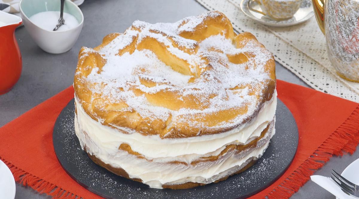 Ricetta torta polacca con crema pasticcera, pasta choux e zucchero a velo