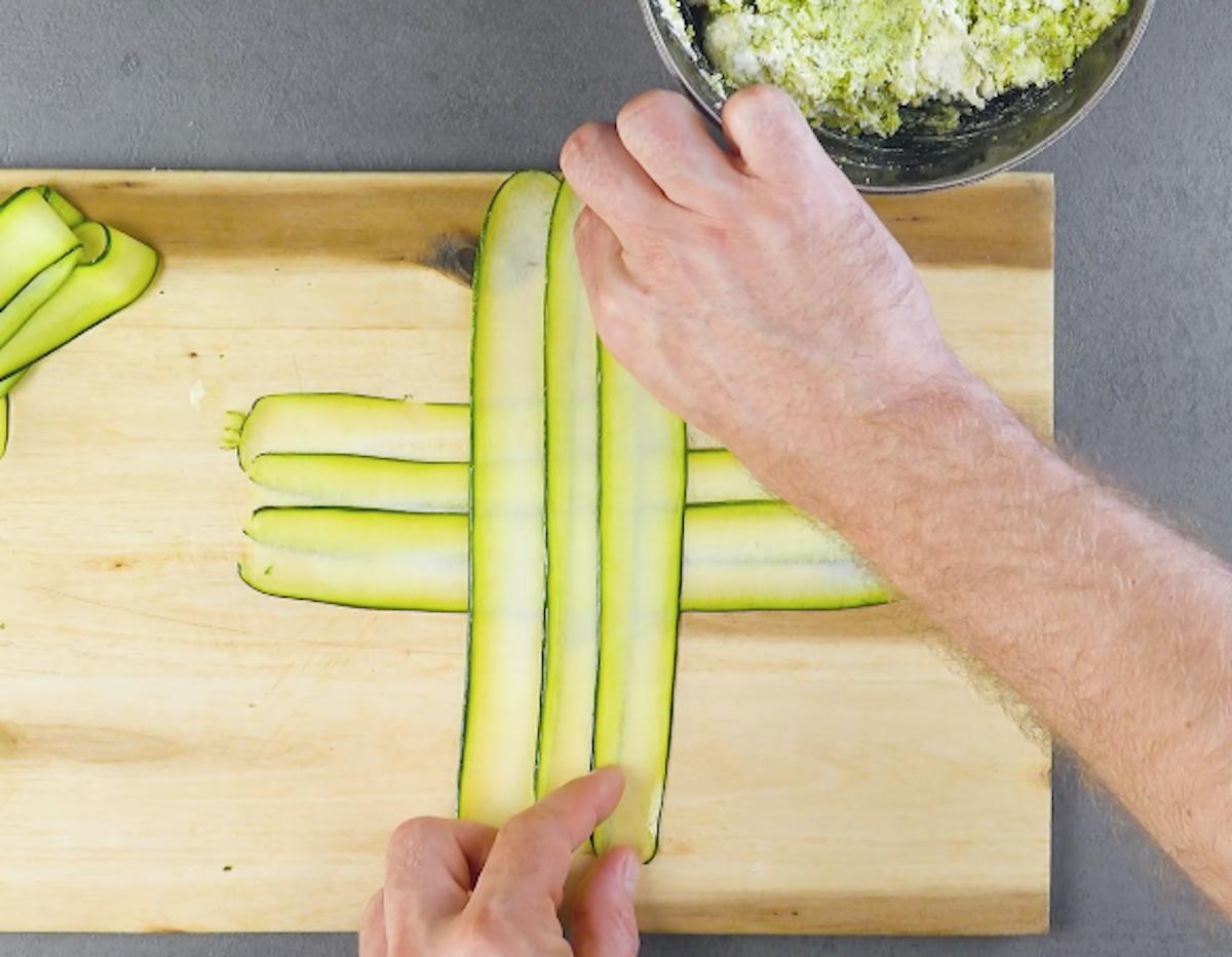 Fette di zucchine disposte a croce